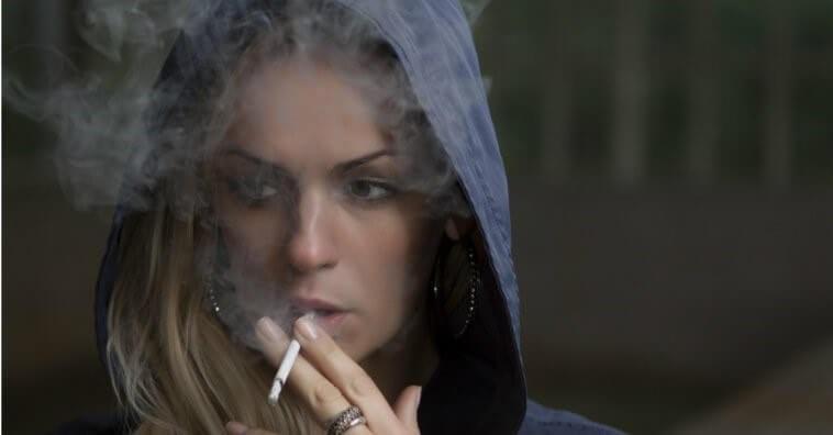 6 Dicas Eficazes de Como Remover o Cheiro De Cigarro Das Roupas, Corpo e Objetos