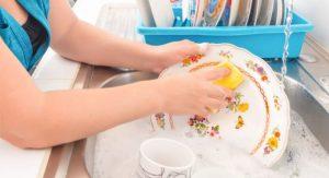 Lavar a louça prolonga a sua vida, segundo psicólogos
