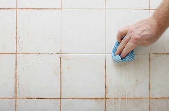 Solução Caseira Incrível Que Vai Limpar Seu Banheiro e Deixar Impecável
