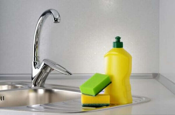 Faça o Seu Próprio Detergente Líquido e Economize Muito Dinheiro – Veja Como!