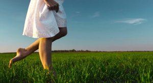 Veja o que acontece quando você anda descalço, de acordo com a ciência