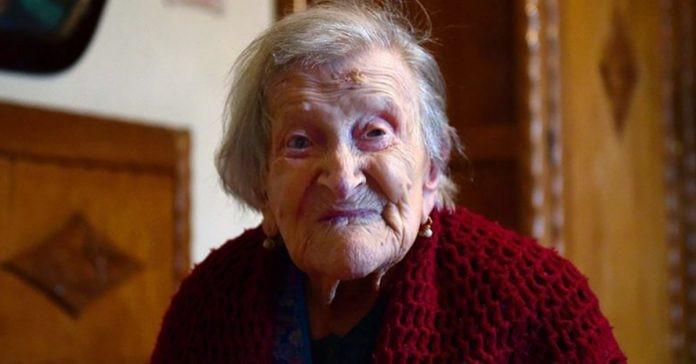 You are currently viewing A pessoa mais velha do mundo revelou o que come todos os dias para viver tanto! Confira!