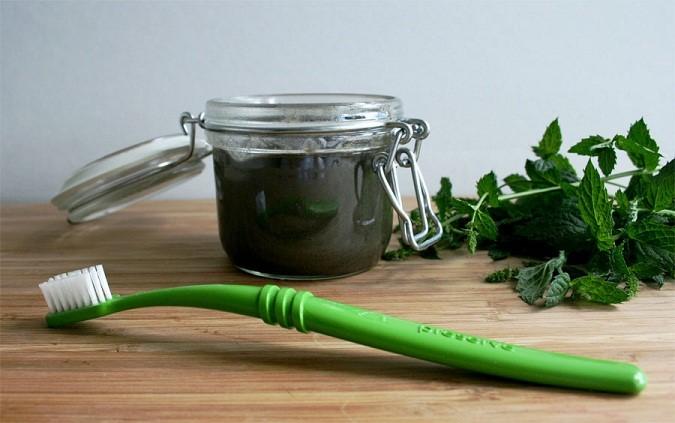 Aprenda a fazer a melhor pasta de dente caseira – Fácil, barata e saudável!