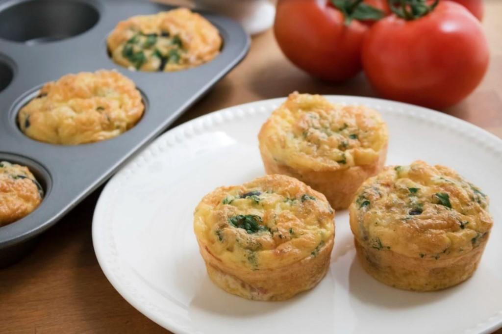 Receita rápida para o café da manhã: Muffins de ovo