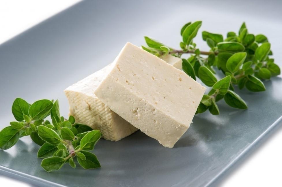 Receita de queijo vegano fácil, rápido e econômico