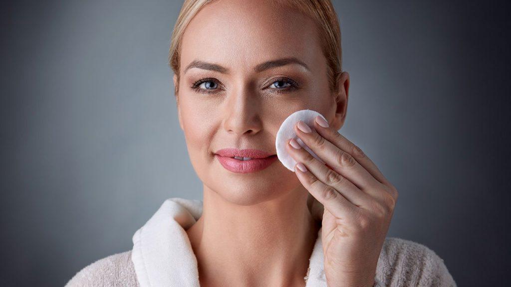 8 Melhores removedores de maquiagem naturais – Para fazer em casa