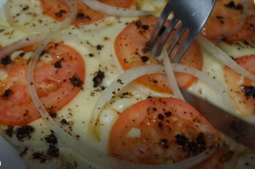 Receita de Pizza de Frigideira Saudável e Deliciosa – SEM TRIGO – PRONTA EM 2 MINUTOS